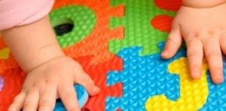 Bambino che gioca (foto di repertorio)