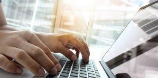 Computer (foto di repertorio Shutterstock.com)