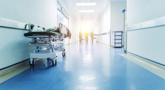 La corsia di un ospedale (foto di repertorio)