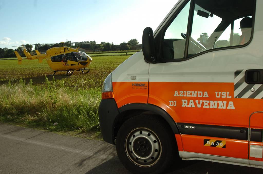 Elimedica e ambulanza (foto di repertorio)