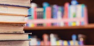 Libri scolastici (foto di repertorio shutterstock)