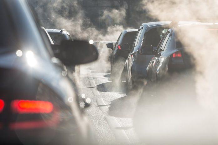 Traffico (foto di repertorio Shutterstock.com)
