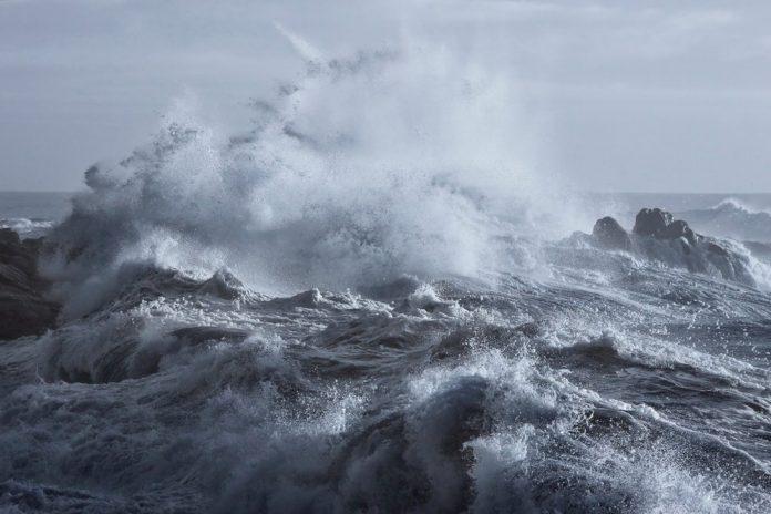 Mare agitato (foto di repertorio shutterstock)