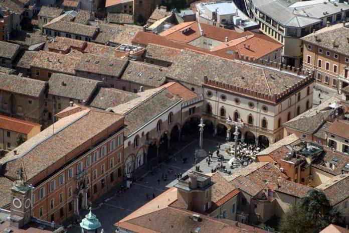 Piazza del Popolo, vista aerea (foto di repertorio)