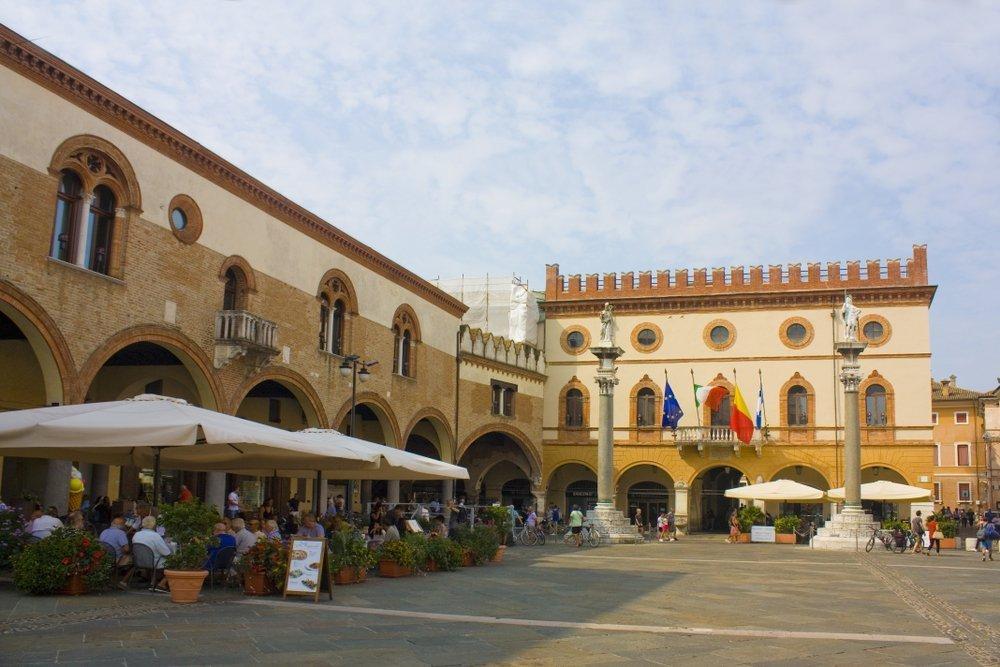 Piazza del Popolo e Palazzo Merlato (foto di repertorio)