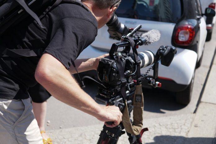 Cameraman (foto di repertorio Shutterstock.com)