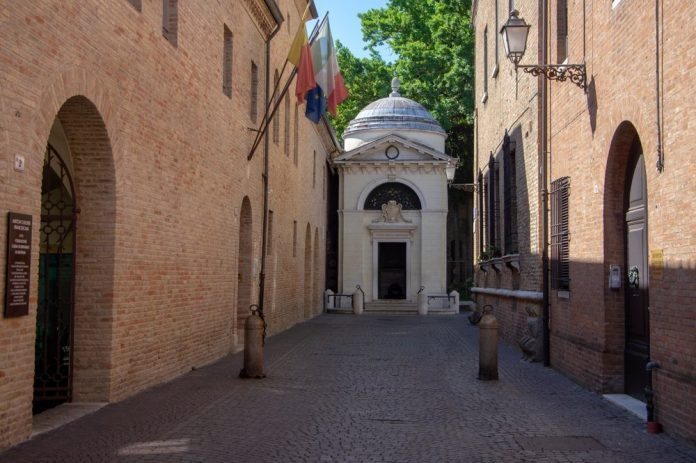 Tomba Dante Alighieri (foto di repertorio)