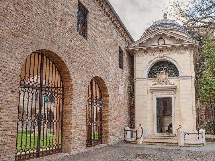 Tomba di Dante Alighieri (foto di repertorio)