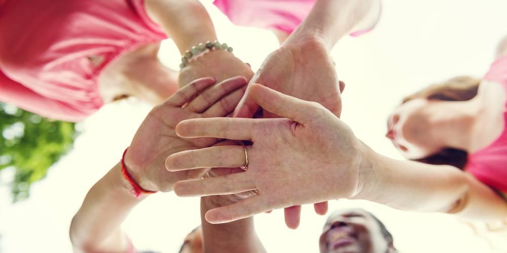Mani di donne (Shutterstock.com)