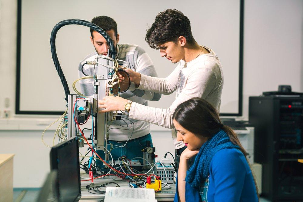 Laboratorio di robotica (immagine di repertorio shutterstock)