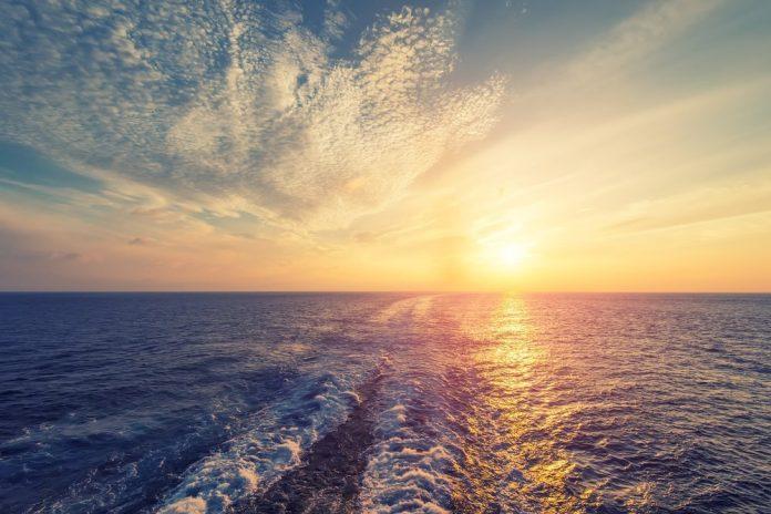 Mare al tramonto (foto di repertorio)
