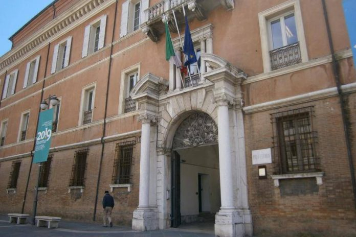 Prefettura di Ravenna in piazza del Popolo (foto di repertorio)