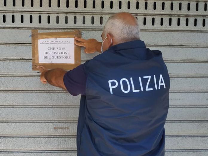 Il poliziotto pone i sigilli sul Moreno Caffè