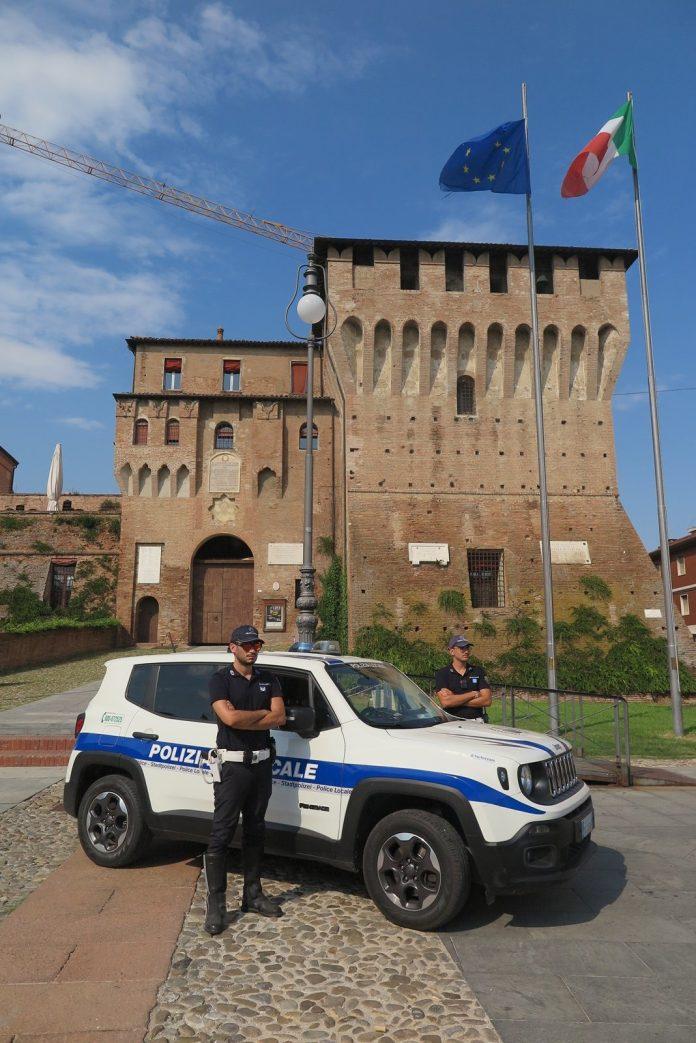 Polizia locale in piazza a Lugo