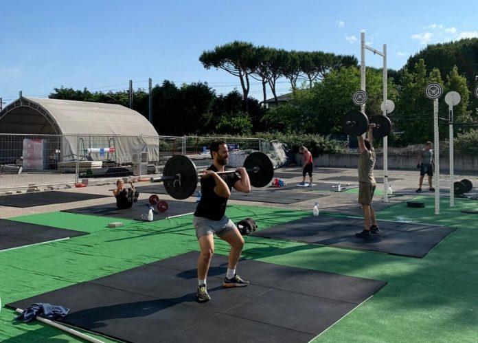Allenamenti all'esterno presso CrossFit Cervia