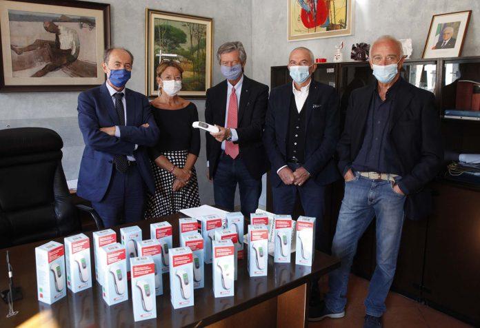 Lions Club Ravenna Bisanzio dona 20 termoscanner al provveditore agli studi dott. Paolo Davoli