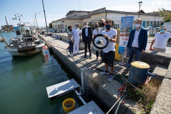 L'inaugurazione del dispositivo Seabin a Marina di Ravenna
