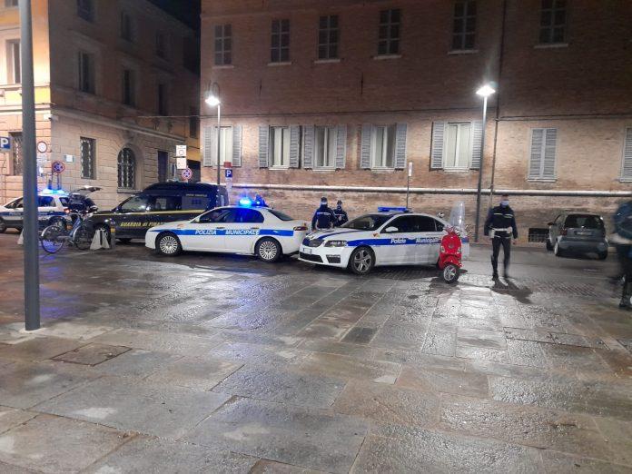 Polizia locale e Gdf in piazza Kennedy