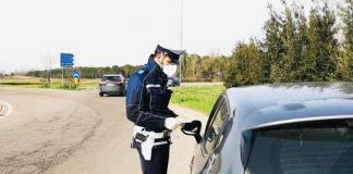 Polizia locale durante i controlli (foto di repertorio)