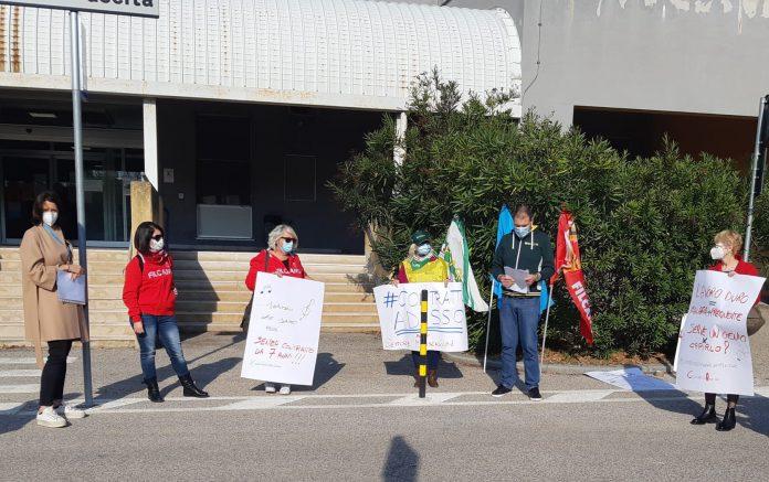 La protesta di questa mattina davanti all'ospedale di Ravenna