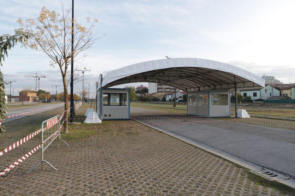 La nuova postazione per i tamponi drive through al Pala De Andrè