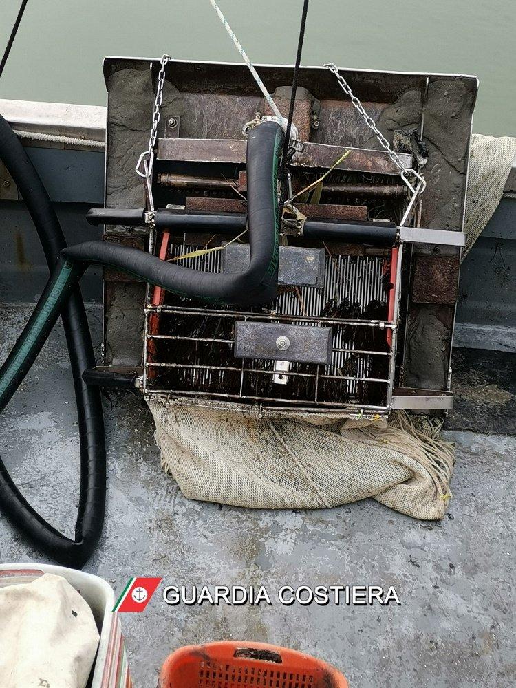 L'attrezzatura da pesca sequestrata