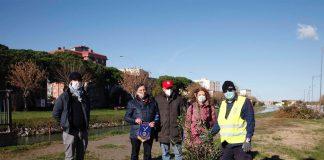 Inizio della piantumazione di stamattina di fronte al Pala de André di 100 piante in ricordo delle vittime di Covid da parte del Lions Club Ravenna Romagna Padusa in collaborazione con il Comune di Ravenna e assessorato all'ambiente