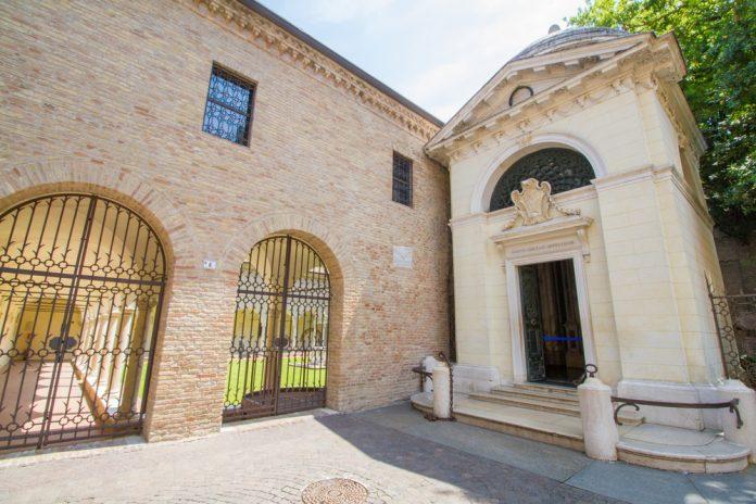 Tomba di Dante e chiostri danteschi (foto di repertorio)