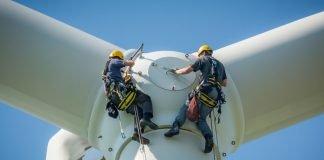 Pala eolica (foto di repertorio Shutterstock.com)