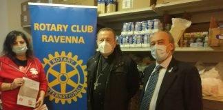 La sobria cerimonia per la donazione delle carte prepagate da parte del Rotary Club Ravenna alla Caritas Diocesana di Ravenna-Cervia