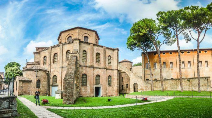La Basilica di San Vitale a Ravenna (foto di repertorio Shutterstock.com)