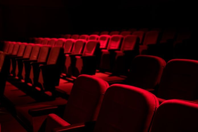 Sala da cinema vuota (foto di repertorio Shutterstock.com)