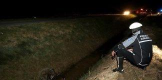 Incidente in via Bonifica: ciclista toccato da un'auto finisce nel fosso