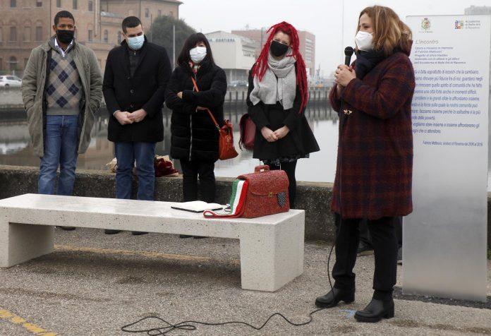 L'inaugurazione dell'installazione in Darsena dedicata a Fabrizio Matteucci