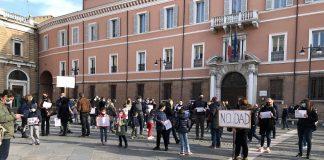 """Manifestazione """"No Dad"""" in piazza del Popolo a Ravenna il 7 marzo 2021 (foto di repertorio)"""